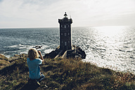 France, Brittany, Pointe de Kermorvan, Le Conquet, boy at lighthouse Phare de Kermorvan - MJF001815