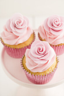 Three pink cup cakes, close-up - ECF001851