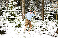 Happy man wearing Virtual Reality Glasses in winter landscape - MAEF011365