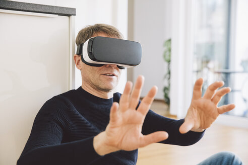 Man wearing virtual reality glasses using his hands - MFF002732