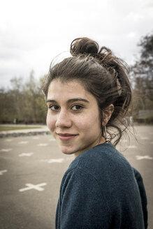 Portrait of smiling teenage girl - EGBF000140