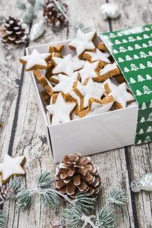 Cinnamon stars in box and christmas decoration - LVF004597