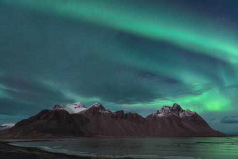 Iceland, Hoefn, Northern lights over Vesturhorn Mountains - EPF000020