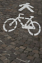 Icons for pedestrians and cyclists on cobblestone pavement - CRF002741