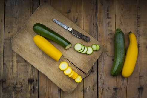Whole and sliced yellow and green zucchini on wood - LVF004607