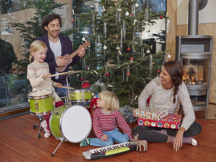 Father and daughters playing music on Christmas Eve - RHF001360