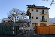 Germany, Bad Heilbrunn, demolishing of a house - LBF001407