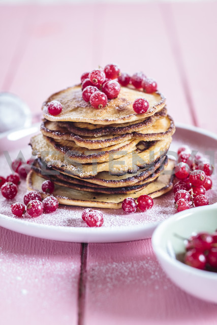 Stack of American pancakes with  red currents sprinkled with icing sugar - SBDF002705