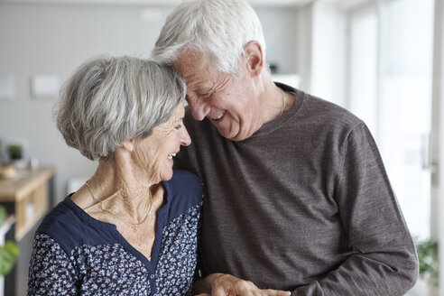 Happy senior couple at home - RBF004138