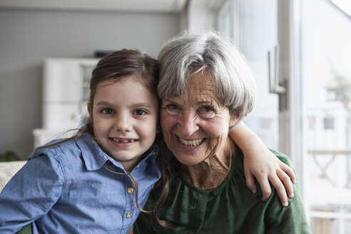 Portrait of happy grandmother and her granddaughter at home - RBF004216