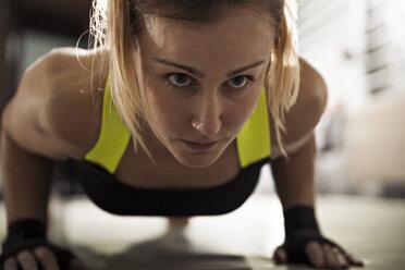 Woman doing push-ups in gym - ZEDF000064