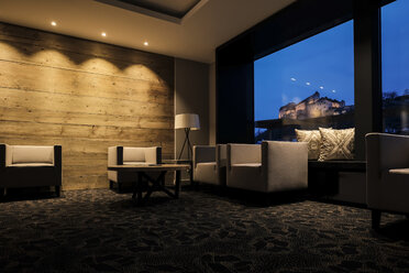 Lighted hotel lobby with view to the castle - HAMF000174