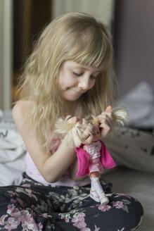 Little girl hairdressing her doll - JPF000117