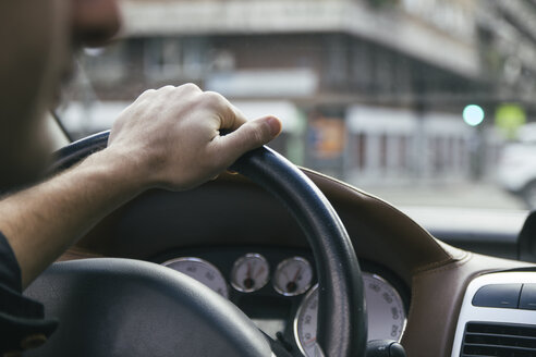 Hand of a man driving a car - ABZF000272