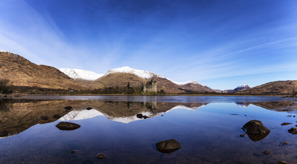 Scotland, Highlands, view to ruin of Kilchurn Castle with Loch Awe in the foreground - SMAF000446
