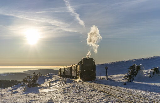Germany, Saxony-Anhalt, Harz National Park, Brocken, Harz Narrow Gauge Railway in winter - PVCF000791