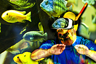 Man diving virtual - MAEF011379