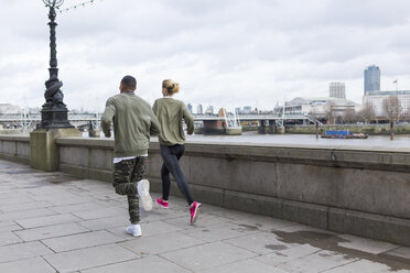 UK, London, man and woman running at riverwalk - BOYF000137