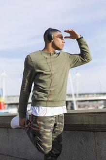 UK, London, runner stretching at riverwalk - BOYF000155