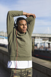 UK, London, runner stretching at riverwalk - BOYF000158