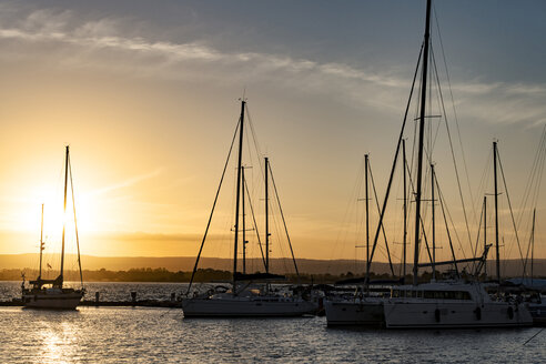Italy, Sicily, Siracuse, boats at marina at sunset - CSTF001019
