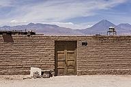 Chile, San Pedro de Atacama, house at the edge of Atacama desert - MAUF000351