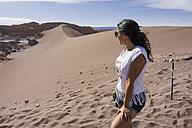 Chile, San Pedro de Atacama, woman in the Atacama desert - MAUF000357