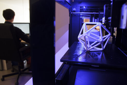 3D printers and man working with a computer - ABZF000276