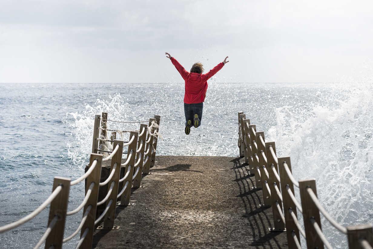 Portugal, Madeira, woman jumping on pier - MKFF000287 - Markus Kapferer/Westend61