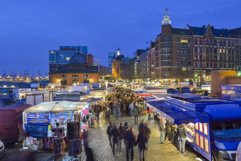 Germany, Hamburg, Elbe River,fish market in the morning - RJF000576