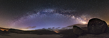 Spain, Ourense, night shot with stars and milky way in winter - EPF000032