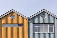 Germany, Warnemuende, two wooden houses side by side - ASCF000524