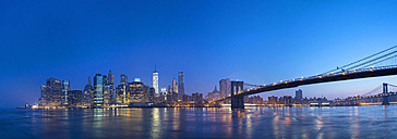 USA, New York City, Manhattan, panorama of financial district with Brooklyn Bridge at dawn - HSIF000435