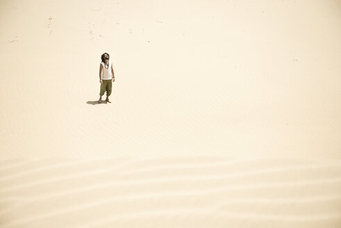 Man standing alone in the desert - BMAF000140