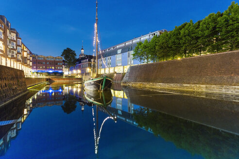 Germany, Dusseldorf, Old town, canal, blue hour - TAMF000397