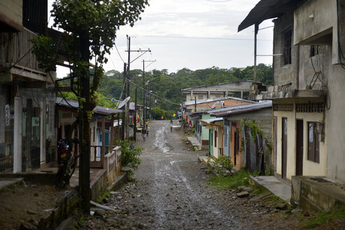 Colombia, Yuto, townscape with dirt road - FLKF000628
