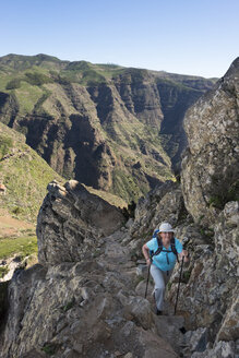 Spain, Canary Islands, La Gomera, La Fortaleza Mountain, femal mountaineer - SIEF006999