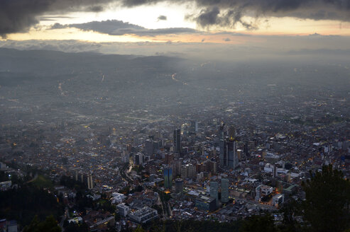 Colombia, Bogota, cityview, downtown at sunset - FLKF000632
