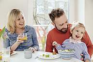 Little girl eating muesli with fruit at breakfast table - MFF002887