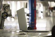 Laptop in industrial plant - FKF001752