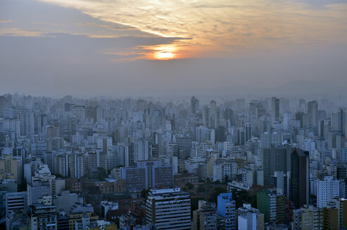 Brazil, Sao Paulo, City district Republica, cityview at sunset - FLKF000652