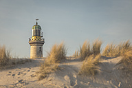 Germany, Warnemuende, old lighthouse, dunes in the morning light - ASCF000544