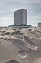Germany, Warnemuende, beach and Hotel Neptun - ASCF000547