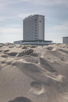 Germany, Warnemuende, beach and Hotel Neptun - ASCF000547