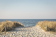 Germany, Warnemuende, path to the beach - ASCF000556