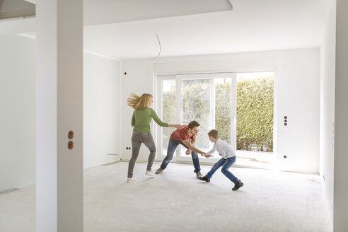 Parents and son rampaging in their new home - SHKF000536