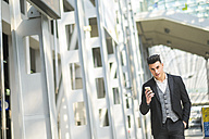 Portrait of businessman with smartphone - SIPF000282