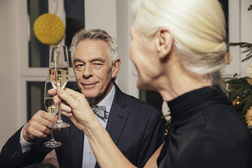 Senior couple clinking glasses with champagne on New Year's Eve - MFF002931