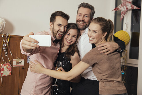 Friends taking selfies with smart phone on New Year's Eve - MFF002943