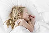 Blond little girl sleeping in a white bed - LITF000208